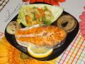 Сьомга по испански със задушени зеленчуци