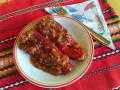 Пълнени чушки с кайма, ориз и доматен сос