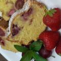 Пандишпанов сладкиш с ягоди, череши и масло