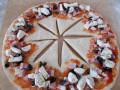 Питка-пица с моцарела и жарено месо