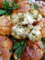Пухкави мъфини с три вида сирена и кисели краставички