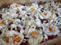 Пица с варени яйца, луканка и маслини