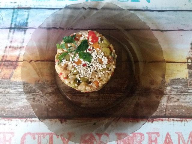Пълнозърнест ориз със задушени зеленчуци