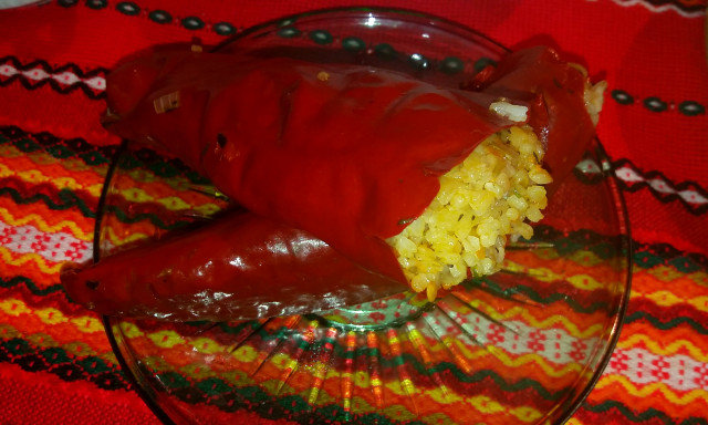 Сушени постни пълнени чушки с ориз на пара