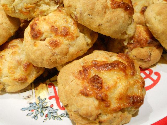 Маслени солени кифлички с шунка и моцарела