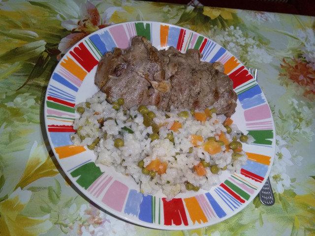 Ориз с грах, моркови и къри