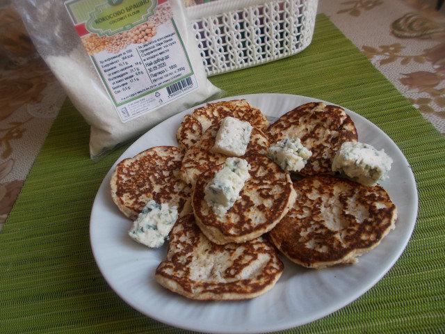 Палачинки с кокосово брашно и кисело мляко