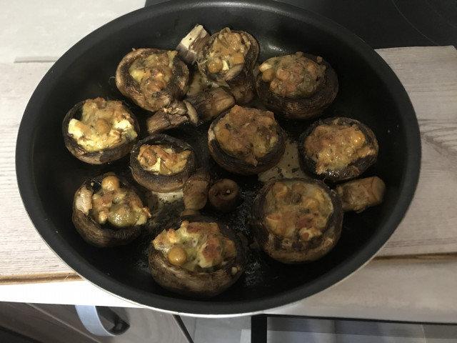 Пълнени печурки с нахут и пармезан