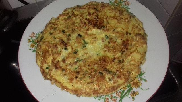 Тортиля с картофи, яйца и лук