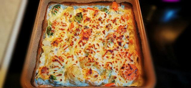 Запеканка с броколи, карфиол и морков