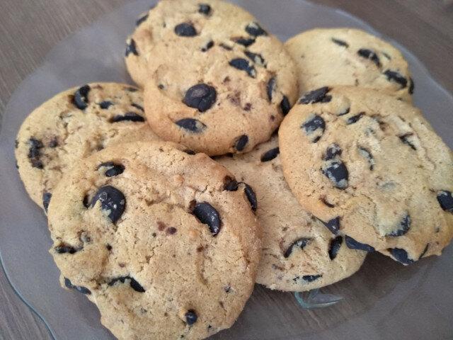 Дребни бисквити с парчета шоколад