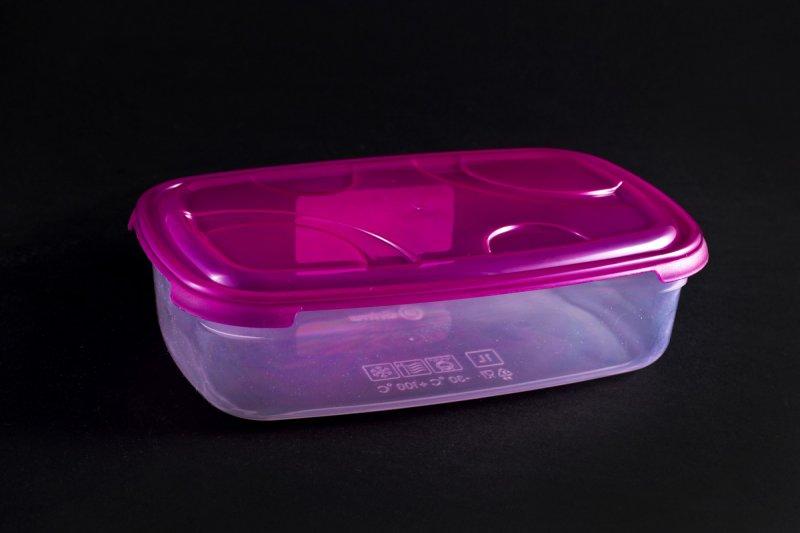 Пластмасова кутия за съхранение на храна с вместимост до 1 л}