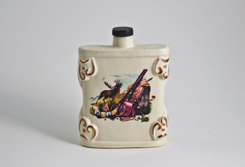 Керамичен комплект за алкохол – бутилка и 3 чаши}